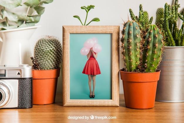 Mockup de marco con decoración de cactus