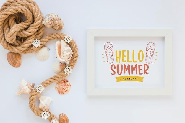 Mockup de marco flat lay con elementos de verano