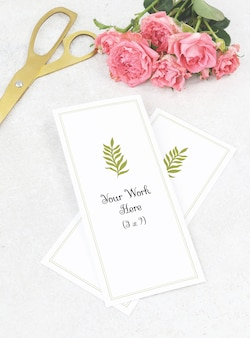 Mockup menu di nozze con forbici d'oro