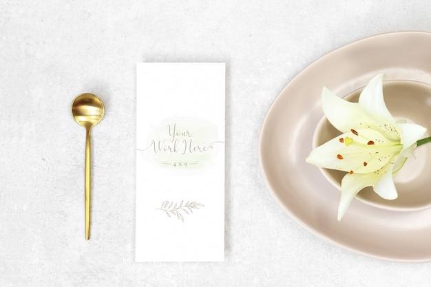 Mockup menu di nozze su sfondo di granito