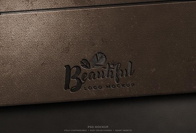 Mockup met gegraveerd leer geperst logo