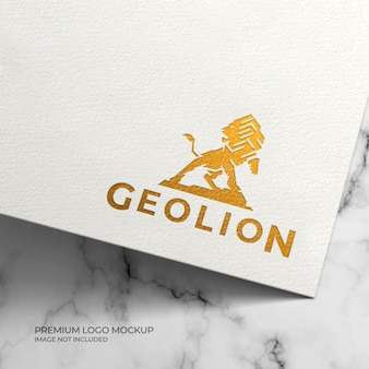 Mockup met gouden folie-logo