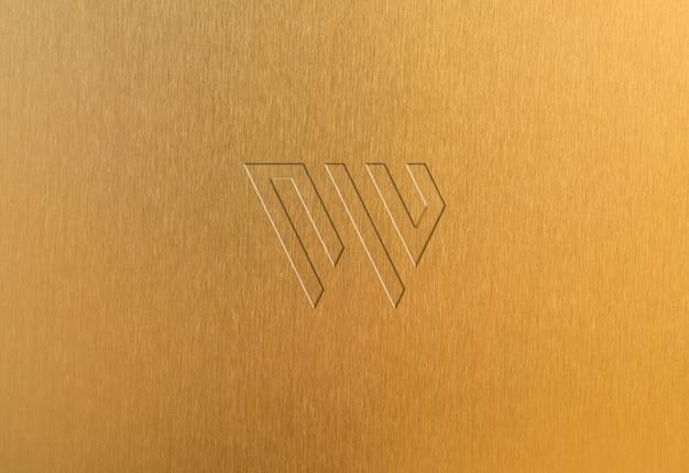 Mockup met gouden plaat met ingeslagen logo
