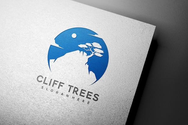 Mockup met ingeslagen logo op witboektextuur