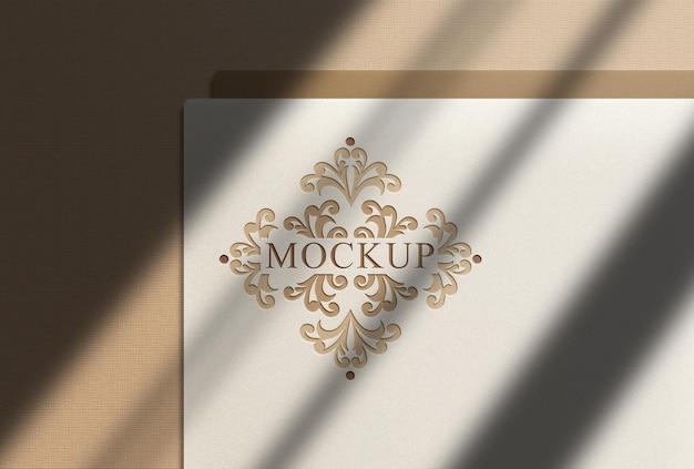 Mockup met logo in reliëf van bovenaf