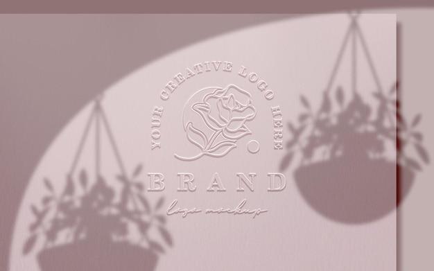 Mockup met logo in reliëf