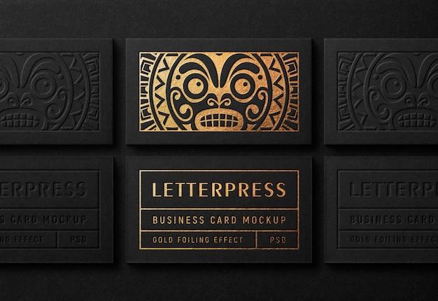Mockup moderno biglietto da visita con effetto stampa tipografica dorata