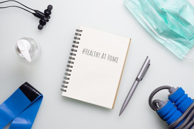 Mockup notebook healthy at home concept tijdens pandemie van covid-19.