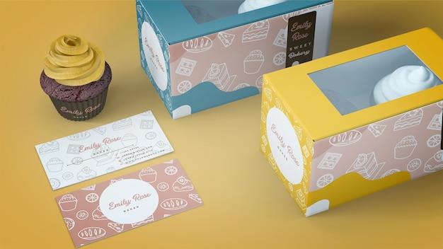 Mockup de packaging y marca de cupcakes