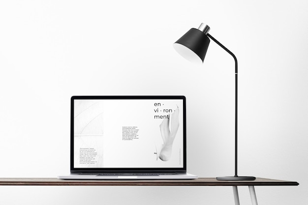 Mockup de pantalla de computadora portátil psd en un escritorio diseño mínimo de zona de oficina en casa