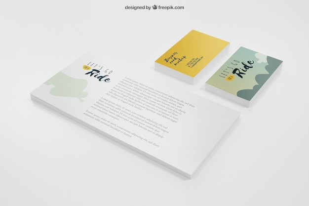 Mockup de papelería con banner y tarjetas de visita