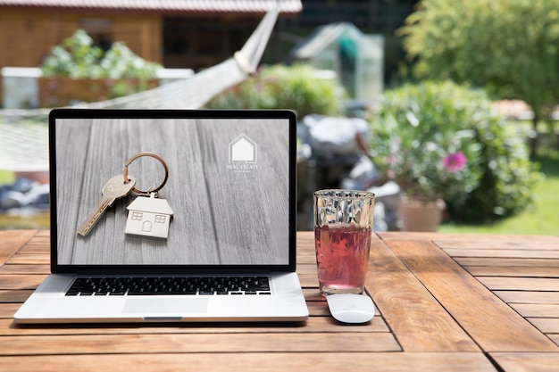 Mockup de portátil al aire libre
