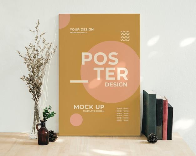 Mockup poster op het bureau werken met zonneschijn schaduw.