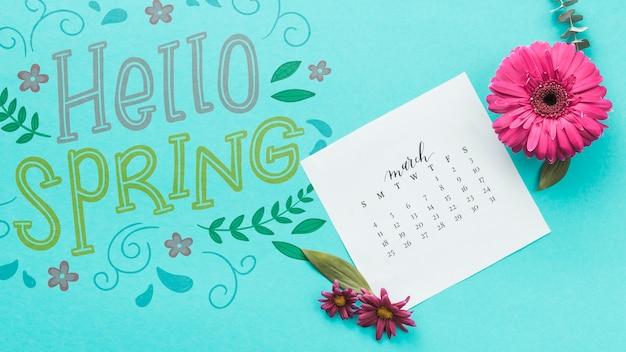 Mockup de primavera flat lay con calendario