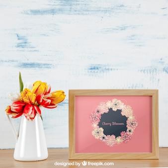 Mockup de primavera con marco horizontal y jarrón blanco de flores