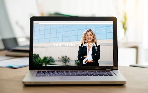 Mockup profesional de pantalla de portátil