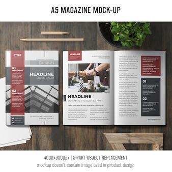 Mockup de revista a5 abierta