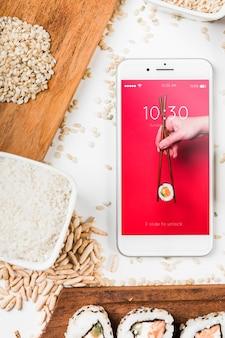 Mockup de smartphone con concepto de comida japonesa