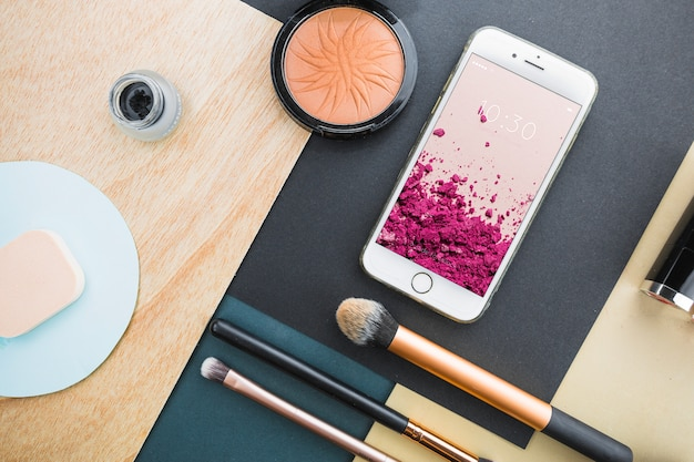 Mockup de smartphone con concepto cosmético