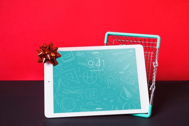 Mockup de tableta con concepto de compras PSD gratuito