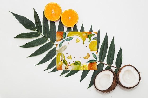 Mockup de tarjeta cuadrada con frutas