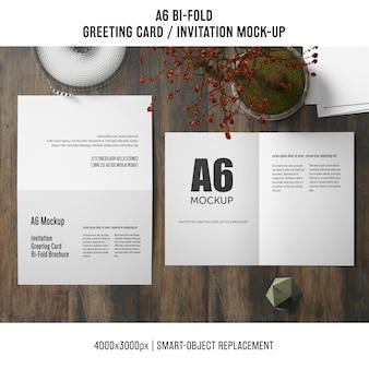 Mockup de tarjeta de invitación a6 doblez