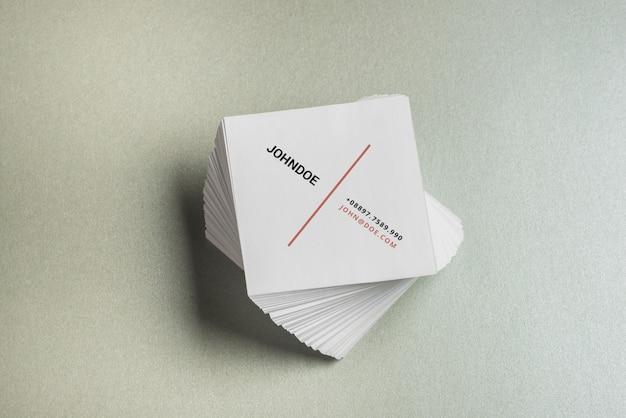 Mockup de tarjeta de visita cuadrada
