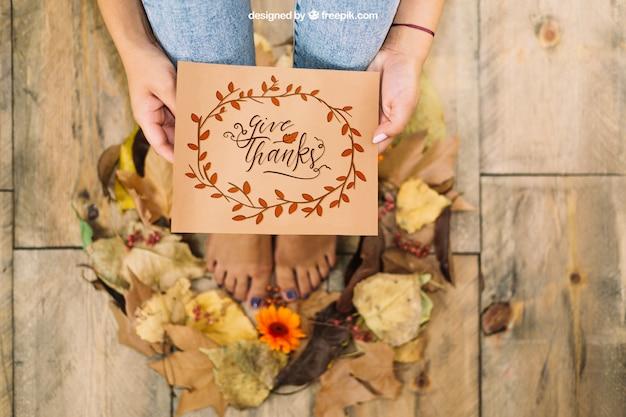 Mockup de thanksgiving con cartón