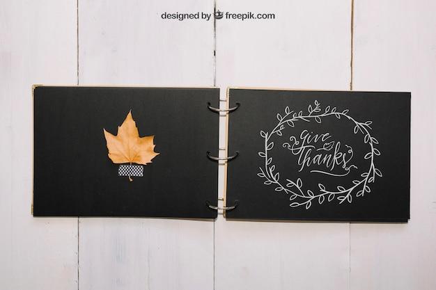 Mockup de thanksgiving con libro hecho a mano