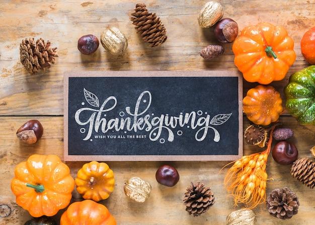 Mockup de thanksgiving con pizarra