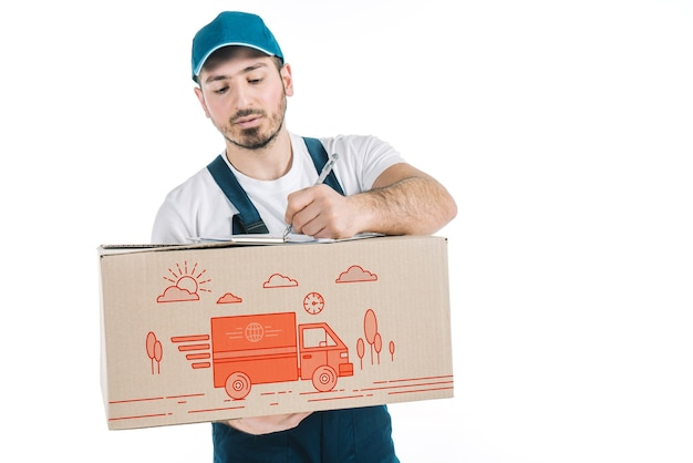 Mockup de transporte con hombre sujetando caja