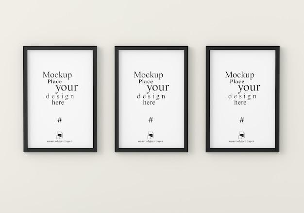 Mockup tre cornici vuote per mockup nella stanza bianca vuota