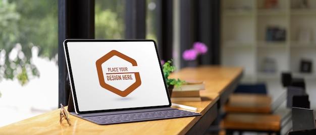 Mockup van digitale tablet met toetsenbord