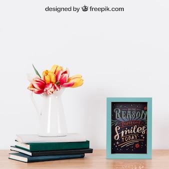 Mockup van frame en plant op boeken