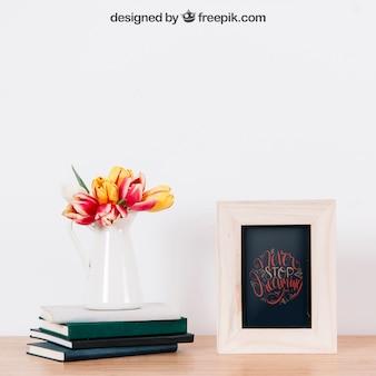 Mockup van frame naast drie boeken