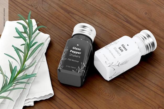 Mockup van glazen zout- en peperschudbekers, perspectief