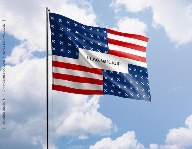 Mockup van het concept van de zwaaiende vlag tegen de hemel