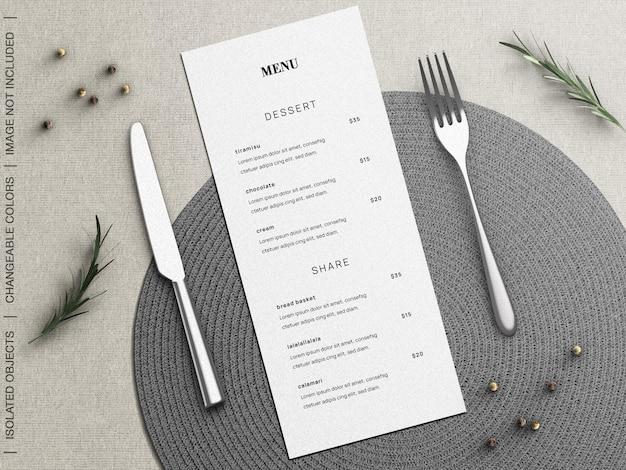 Mockup van het menuconcept van het restaurantvoedsel met vaatwerk