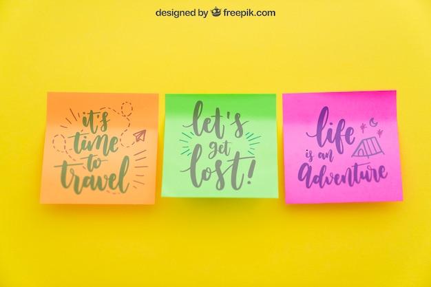 Mockup van kleurrijke zelfklevende notities