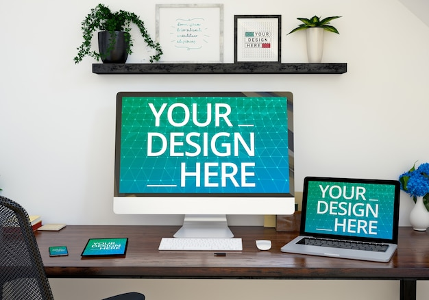Mockup van responsieve apparaten op een kantoortafel