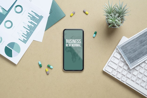 Mockup van smartphone op balie kantoor