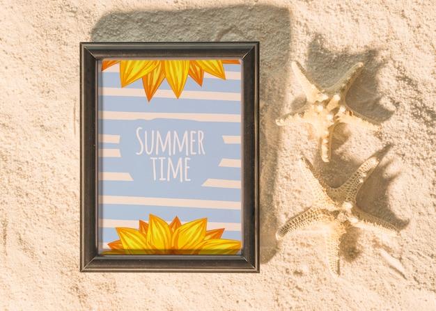 Mockup de verano con elementos marinos