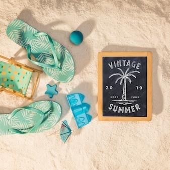 Mockup de verano con sandalias coloridas