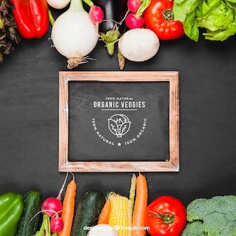Mockup de verduras con pizarra