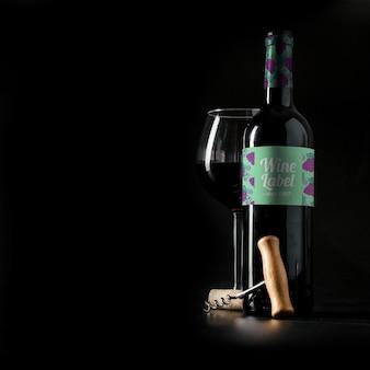 Mockup de vino con copyspace a la izquierda
