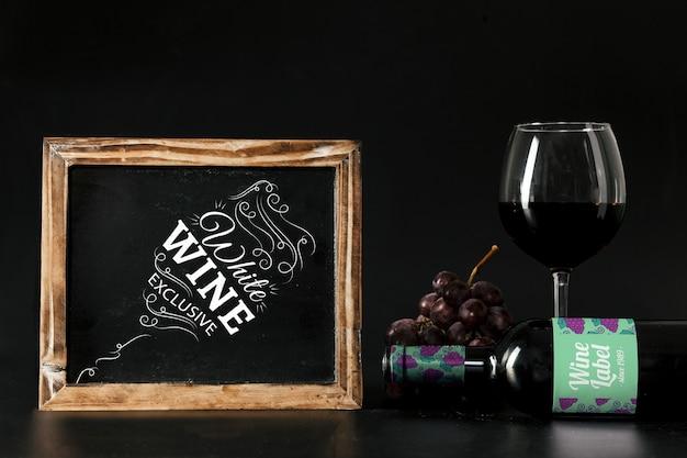 Mockup de vino con pizarra