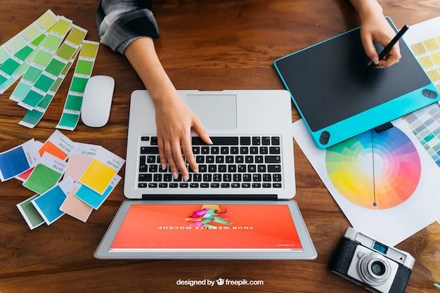 Mockup de vista superior de diseñador gráfico