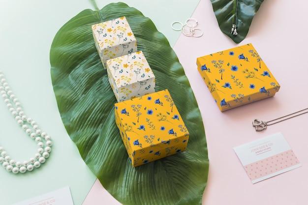 Mockup de vista superior de joyería y packaging