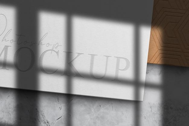 Mockup voor bedrijfsdocument met papieren logo in reliëf