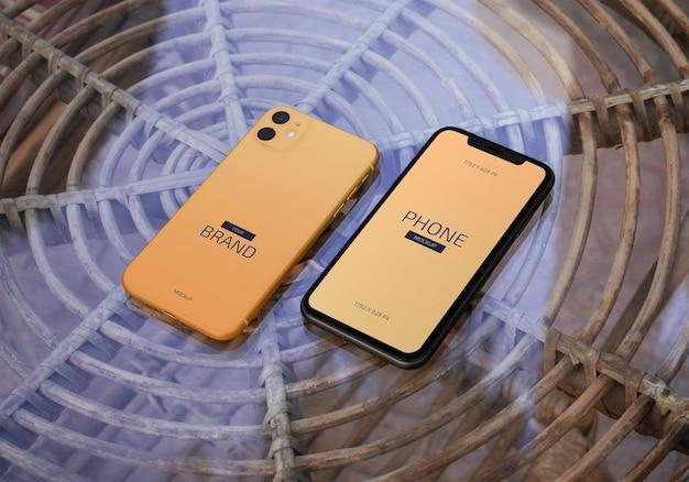 Mockup voor mobiel smartphonescherm op tafel